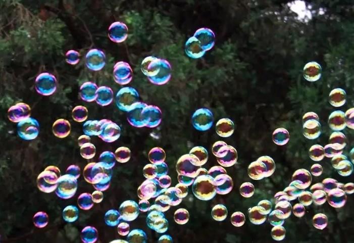 bong bóng xà phòng có hình cầu