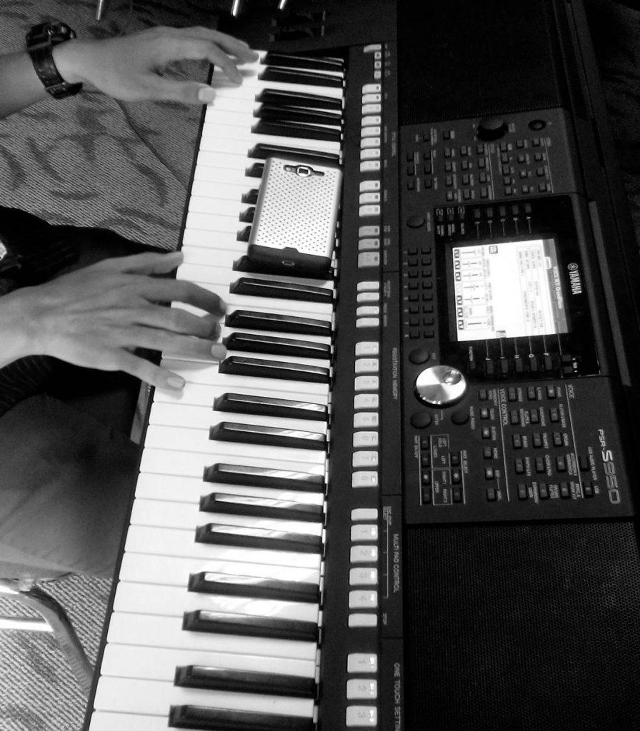 đàn organ điện tử