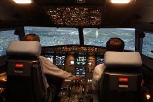 ngồi ở khoang lái máy bay có thể biết được độ cao của máy bay