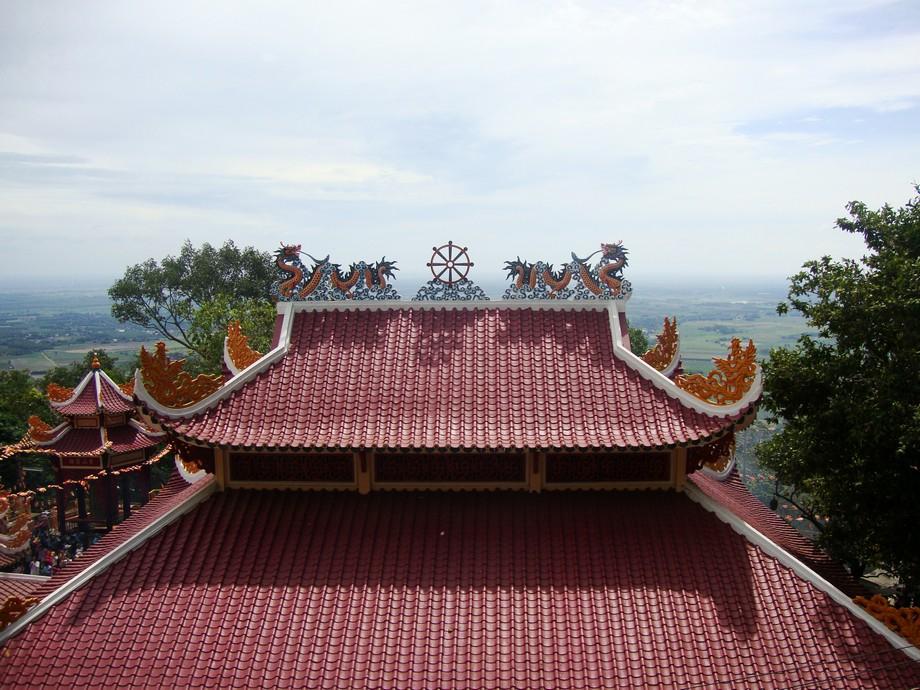 mái nhà cổ có phần mái chìa cong ở góc
