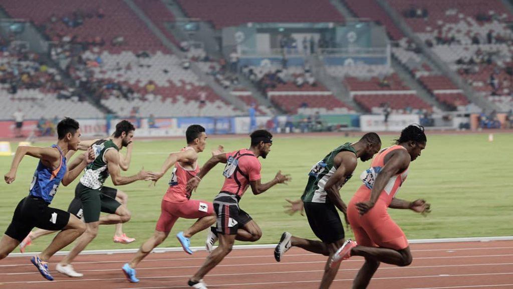 phóng đại thời gian để xác định người tới nhất trong cuộc thi chạy 100m