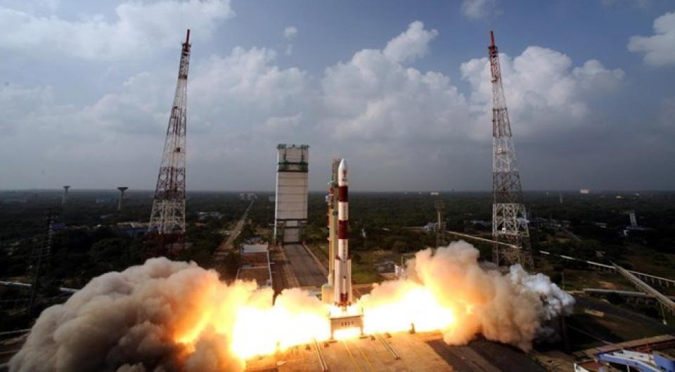 phóng vệ tinh nhân tạo dùng tên lửa nhiều tầng