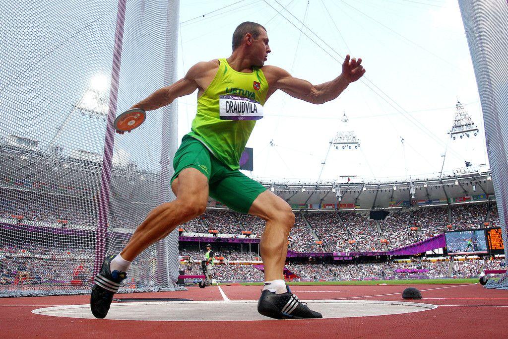 vận động viên thường phải xoay người khi ném đĩa