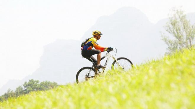 Hướng dẫn đi xe đạp lên dốc dễ dàng, không tốn sức